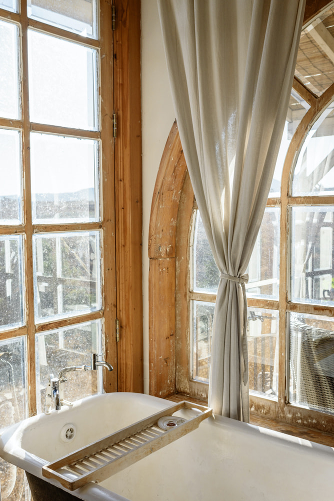 vasca vintage con vetrata